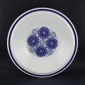 青い花柄のスープ皿
